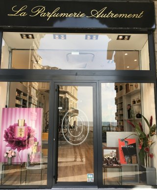 Parfumerie autrement biarritz biarritz parfumerie de - Maison de la parfumerie ...